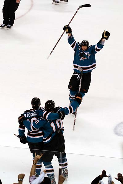 San Jose Sharks goal Devin Setoguchi