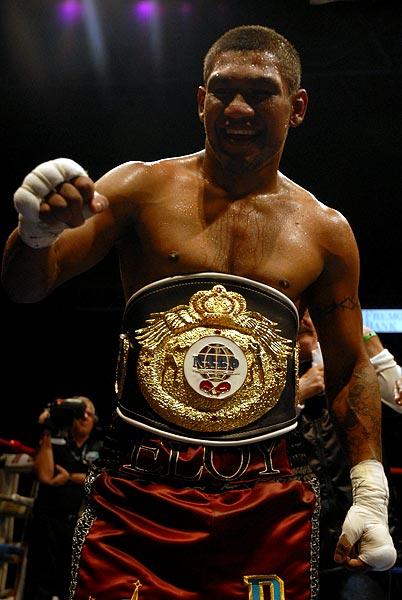 Team Garcia boxer Eloy Perez wins NABO Super Featherweight title with 5th round TKO over Juan Santiago