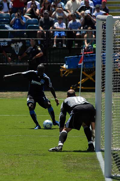 San Jose Earthquakes striker Cornell Glen Seattle Sounders FC MLS Kasey Keller