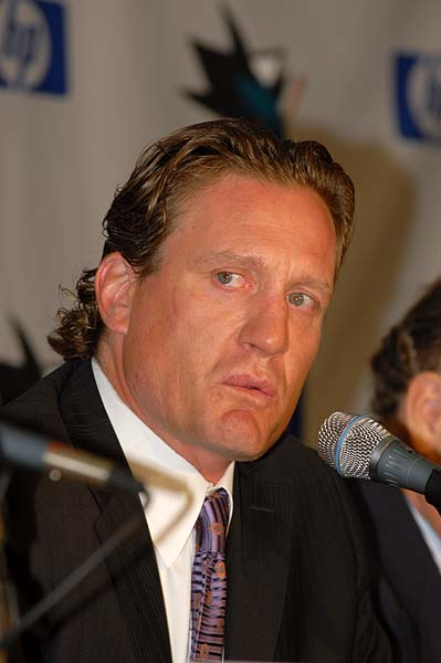 Jeremy Roenick tears up when discussing finishing career in San Jose