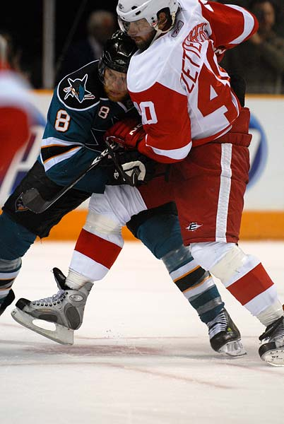San Jose Sharks Detroit Red Wings faceoff Joe Pavelski Henrik Zetterberg
