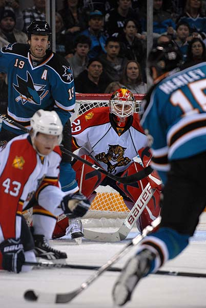San Jose Sharks left wing Dany Heatley wrist shot