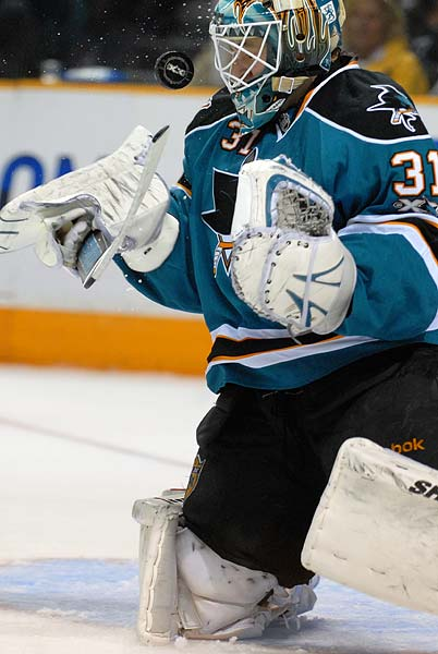 Antti Niemi makes a save with his face mask for his third shutout in his last 8 games