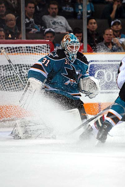 San Jose Sharks goaltender Antti Niemi stopped 33 shots in win over Minnesota Wild