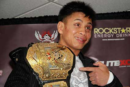 Strikeforce Middleweight Champion Cung Le mma
