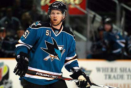 former San Jose Sharks defenseman Brian Campbell signs with Chicago
