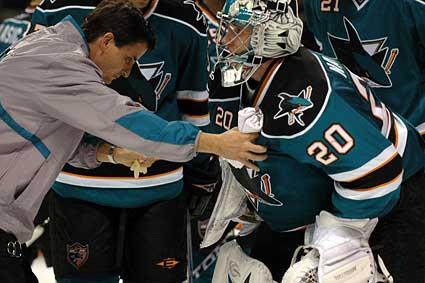 San Jose Sharks goaltender Evgeni Nabokov injures leg