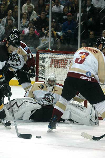 Bakersfield Condors down Stockton Thunder 5-4 in ECHL hockey