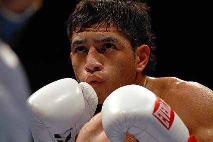 Novato native Jonathan Alcantara earns a hard fought 4 round decision over Visalia's Aaron Alafa