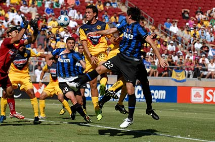 Club America goalkeeper Armando Navarette save Inter Milan striker Diego Milito Stanford World Football Challenge