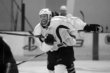 Joe Thornton Sharks Ice preseason practice Owen Nolan