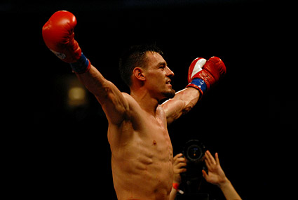 Robert Guerrero earned an 8th round stoppage over Efren Hinojosa on ESPN's Friday Night Fights