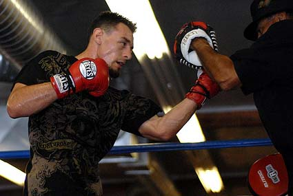 Robert Guerrero and Ruben Guerrero workout LA boxing in San Jose