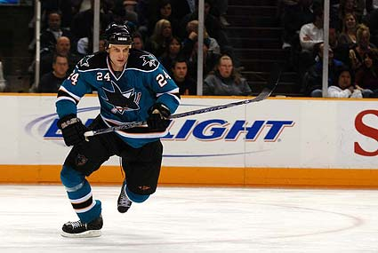 San Jose Sharks defenseman Sandis Ozolinsh signs with Dinamo Riga