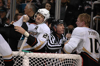 Anaheim Ducks Chris Pronger vs Corey Perry