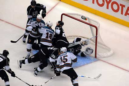 Los Angeles Kings goaltender Jonathan Quick makes a diving 3rd period save