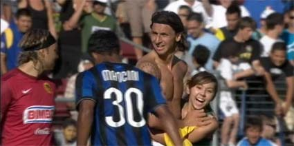 Stanford streaker hugs Zlatan Ibrahimovic World Football Challenge on ESPN