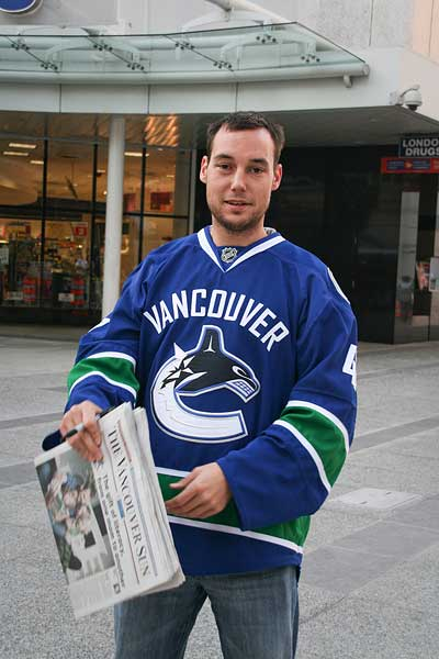 Vancouver Canucks center Kyle Wellwood raiser a reader program
