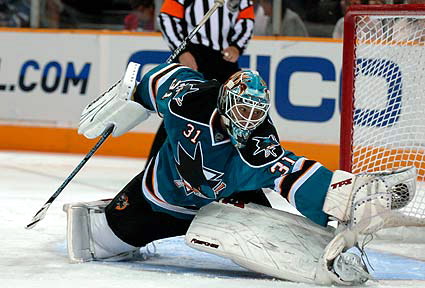 San Jose Sharks goaltender Antti Niemi glove save photo by Jon Swenson