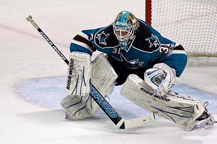 San Jose Sharks goaltender Antti Niemi earns second win against his former team Chicago
