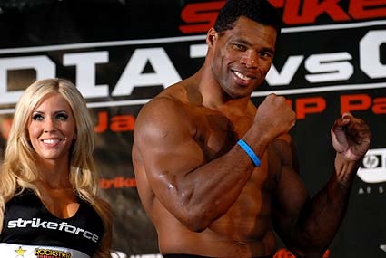 Former Heisman Trophy winner Herschel Walker prepares for second MMA bout